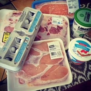 Les oeufs, le saumon, le boeuf, la volaille, le yogourt grec et le fromage cottage sont d'excellentes sources de protéines complètes.